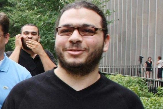 Abdullah Khadr, met jongere broer Abdurahman op de achtergrond (foto Canadian Press).