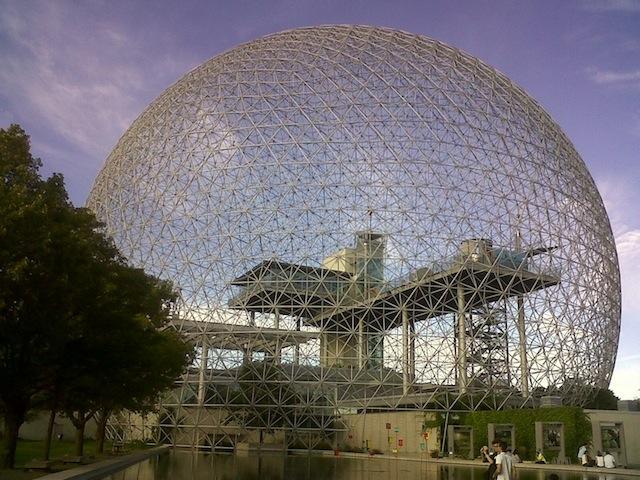Het voormalige paviljoen van de VS, nu de 'Biosphere' in Montreal.