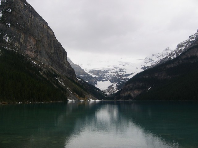 Banff National Park, aan de oostkant van de Rocky Mountains, trekt grote aantallen toeristen.