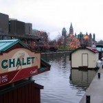 De schuiten voor schaatsverhuur op het Rideaukanaal in Ottawa liggen er verlaten bij.