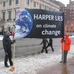 Demonstranten protesteren in Ottawa tegen het klimaatbeleid van de Canadese premier Harper.