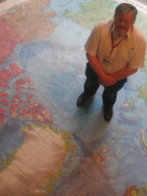 Geofysicus Jacob Verhoef leidt Canadees bodemonderzoek in het Arctisch gebied.