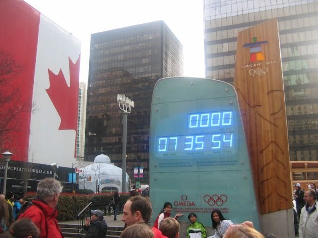 De aftelklok in het centrum van Vancouver, met enkele uren te gaan voor het begin van de Olympische Winterspelen.