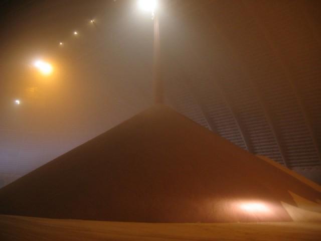 Een voorraad potash, of kalikorrels, in een opslagruimte van Potash Corp. in de Canadese provincie Saskatchewan.
