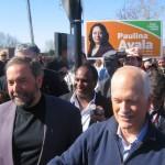 NDP-leider Jack Layton (rechts) met parlementslid Thomas Mulcair (links) en kandidaat Tyrone Benskin (midden) tijdens een verkiezingsrally in Montreal op 1 mei 2011.