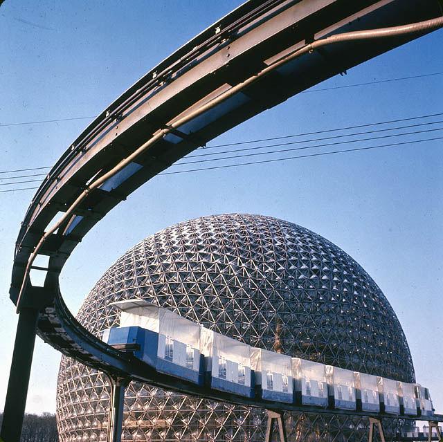 Amerikaans paviljoen en monorail tijdens Expo 67 in Montreal.