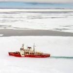 De Canadese ijsbreker Amundsen in het Arctische gebied.