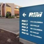 Bewegwijzering voor de vestigingen van Research in Motion rond de kruising van Columbia en Phillips in Waterloo, Ontario.