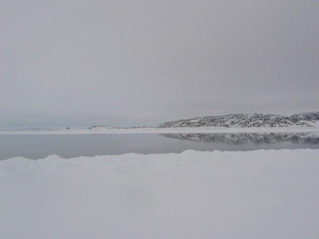 Zee-ijs en open water in Nunavut. In het Arctische gebied is de opwarming van de aarde het sterkst merkbaar.