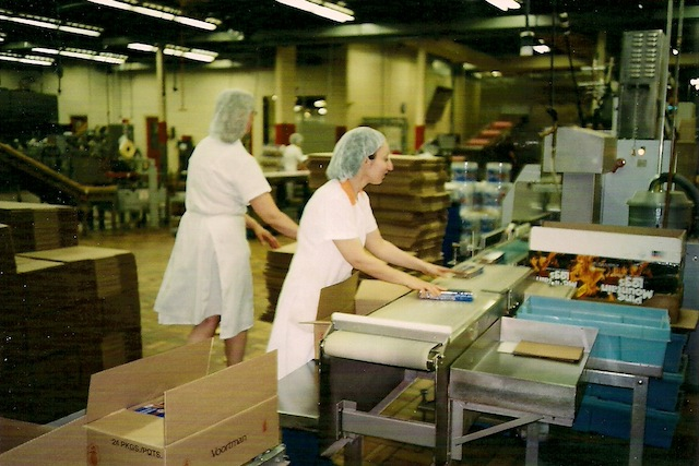 Verpakking van koekjes bij Voortman, voor verspreiding over het Noord-Amerikaanse continent.