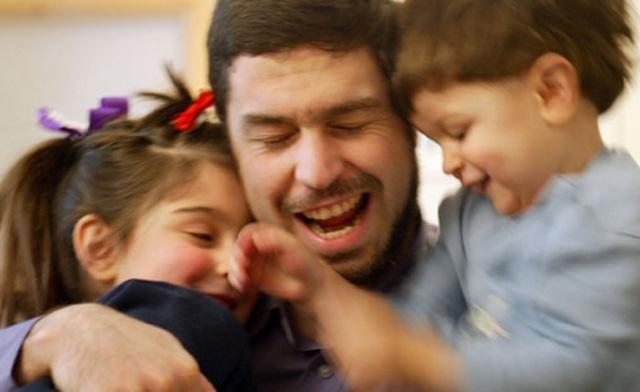 Maher Arar met zijn twee kinderen.