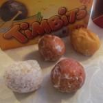 Timbits zijn te krijgen in dozen van 10, 20 of 40, en in verschillende smaken.