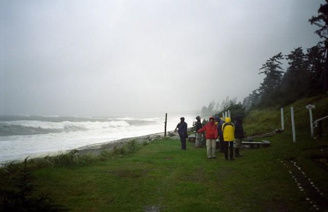 Een zware storm die Haida Gwaii teistert leidt tot vertraging van een boottocht..