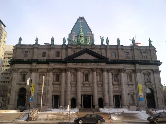 De kathedraal Marie Reine du Monde in Montreal. De katholieke kerk heeft een grote rol gespeeld bij de vorming van Quebec, maar de provincie is sinds de jaren '60 drastisch ontkerkelijkt.