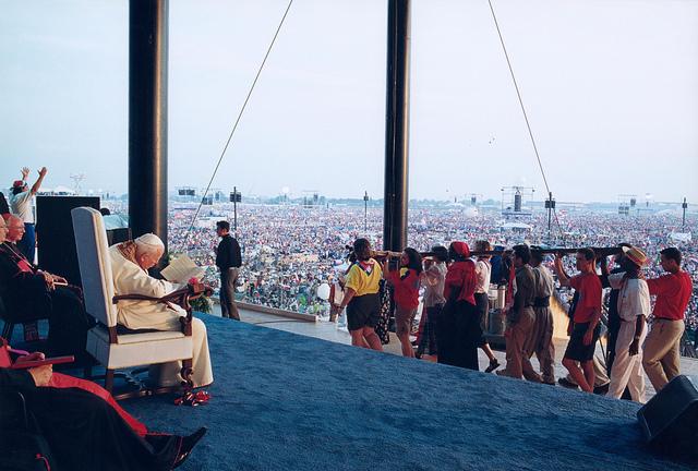Paus Johannes Paulus II tijdens de Wereldjeugddagen in Toronto.