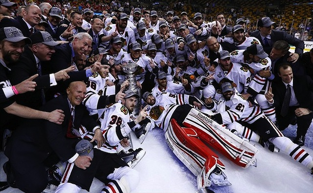 De Chicago Blackhawks met de Stanley Cup.