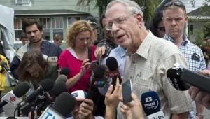 Edward Burkhardt, voorzitter van de spoowegmaatschappij MM&A, staat de media te woord in Lac-Mégantic.