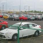 Gloednieuwe personenauto's bij een assemblagefabriek van Ford in Michigan.