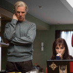 Scene uit de speelfilm The Fifth Estate, met onder meer Benedict Cumberbatch en Carice van Houten (eerste en tweede van links).