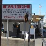 Waarschuwingsbord bij de grens tussen de VS en Mexico.