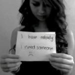 """Beeld uit het filmpje van Amanda Todd: """"Ik heb niemand, ik heb iemand nodig."""""""