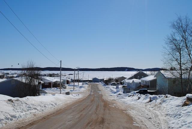 Fort Chipewyan aan de oever van Lake Athabasca.