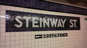 Metrostation Steinway van de ondergrondse in New York.