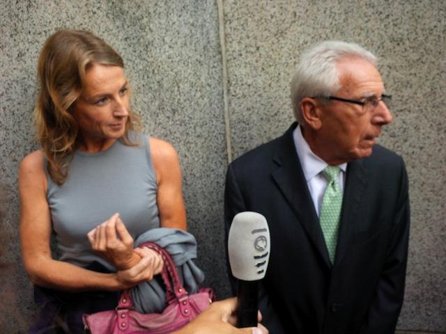 Heleen Mees en haar advocaat Ira London gisteren bij de rechtbank in New York.