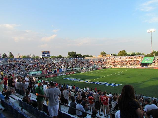 Het bescheiden stadion van Hofstra University op Long Island is de thuisbasis van de nieuwe New York Cosmos.