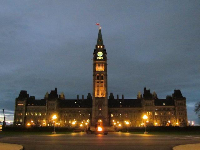 Het Canadese parlement in Ottawa, waar gisteren een schutter binnendrong.
