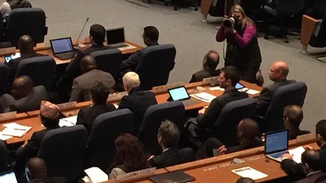 Staatssecretaris Wilma Mansveld spreekt namens de Nederlandse regering de vergadering van de ICAO in Montreal toe.