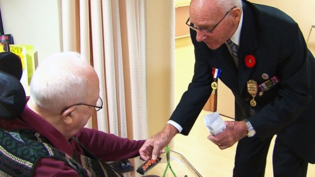 George Emmerson meets with Henk Metselaar in a nursing home in Oshawa, Ontario (CTV photo)