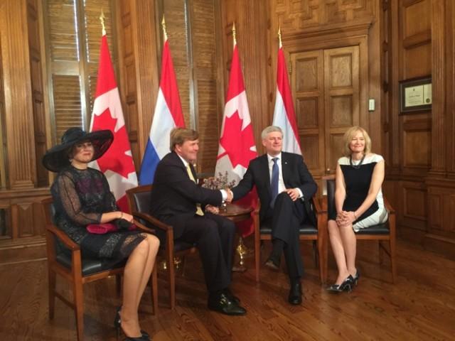 Koning Willem-Alexander en Koningin Máxima met de Canadese premier Stephen Harper en zijn echtgenote Laureen.