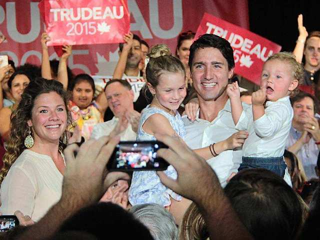 Liberal Party leader Justin Trudeau with his family during the campaign (photo Ottawa Citizen)