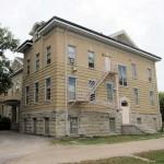 Het gebouw van de voormalige inheemse kostschool in Portage La Prairie, Manitoba.
