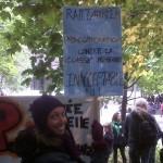 Een demonstrant bij Occupy in Montreal betoogt voor het recht op staken naar aanleiding van een arbeidsconflict bij Air Canada, dat door minister van werkgelegenheid Lisa Raitt is opgeschort.