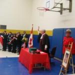 Burgerschapsrechter Robert Morrow aan het hoofd van de zaal tijdens de inburgeringsceremonie.