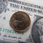 De Amerikaanse dollar en de Canadese munt, bijgenaamd de 'loonie'.