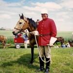 Agent Grant Little in het traditionele uniform van de Mounties.