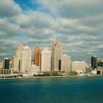 Gezicht op de Amerikaanse stad Detroit vanuit het Canadese Windsor.
