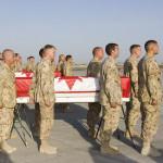 Ceremonie voor de vier omgekomen militairen op de basis in Kandahar. Foto Master Corporal Doug Desrochers